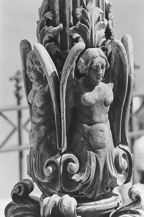 Detail of the Light post on the steps of the East Front of Capitol Hill building in April 1997. (Photo by Rebecca Roth/CQ Roll Call via Getty Images)