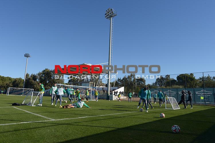 09.01.2015, Regnum Sports Centre, Belek, TUR, FSP Werder Bremen vs Energie Cottbus, im Bild<br /> <br /> Trainingsaufwaerm&uuml;bung<br /> <br /> <br /> Foto &copy; nordphoto / Kokenge
