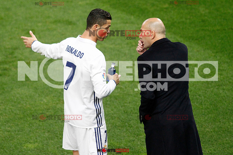 Real Madrid's coach Zinedine Zidane (r) with Cristiano Ronaldo during La Liga match. November 19,2016. (ALTERPHOTOS/Acero) /NORTEPHOTO.COM