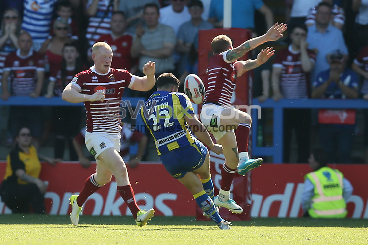 Picture by Paul Currie/SWpix.com - 17/06/2017 - Rugby League - Betfred Super League - Warrington Wolves v Wigan Warriors -  Halliwell Jones Stadium, Warrington, England - Declan Patton of Warrington Wolves' misses a last second drop goal