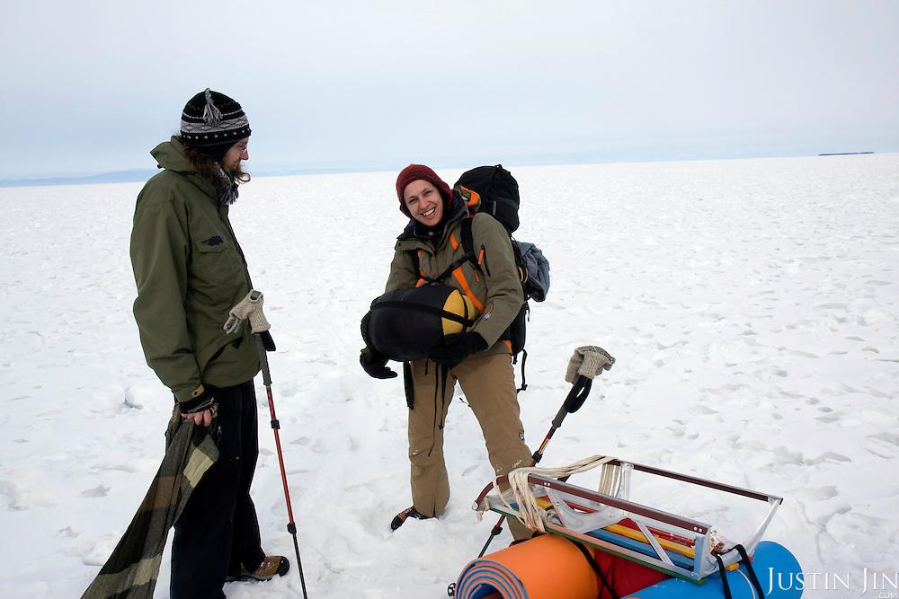 Trekking across frozen Lake Baikal   Archive — Justin Jin 金峰