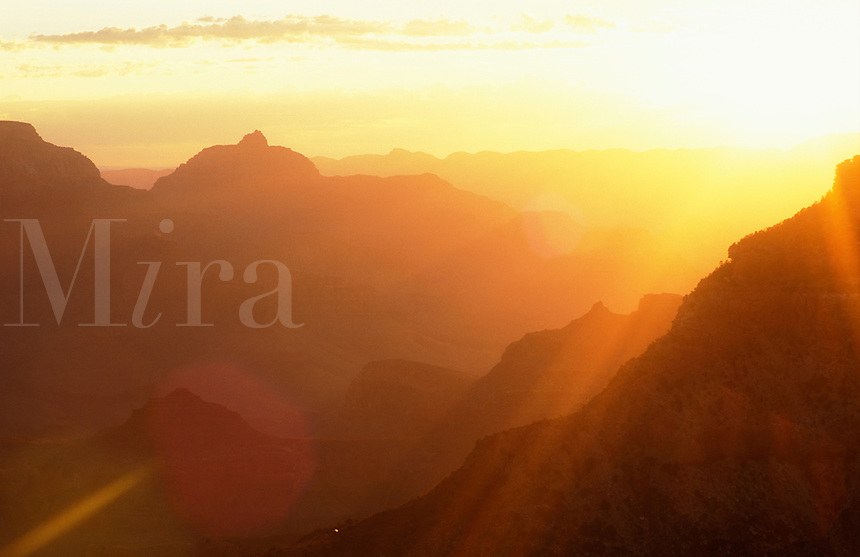 USA, Arizona, Grand Canyon National Park. view of the canyon from Mather Point at sunrise
