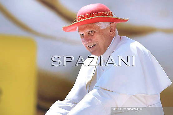 """Pope Benedict XVI wear his """"saturno"""" hat before the weekly general audience on June 9, 2010 in St Peter's square at the Vatican"""