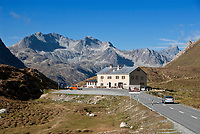 Schweiz, Graubuenden, Hospiz am Albulapass, er verbindet das Albulatal mit dem Engadin | Switzerland, Graubuenden, Hospiz at Albula passroad, connecting Albula Valley with Engadin