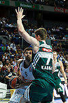 Basketball Real Madrid´s Felipe Reyes (L) and Zalgiris Kaunas´s Gudaitis during Euroleague basketball match in Madrid, Spain. October 17, 2014. (ALTERPHOTOS/Victor Blanco)