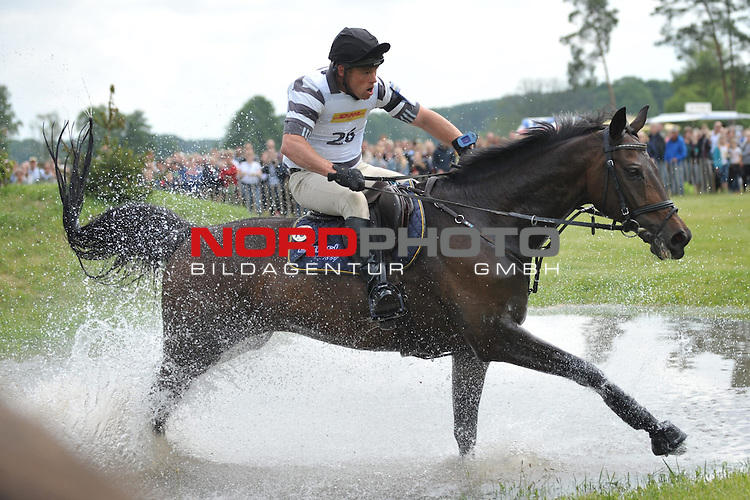 01.06.14, Luhmuehlen, GER, Reiten, Vielseitigkeitspruefung CCI 4*,  im Bild Andreas Ostholt (GER) auf So is Et am Jeep-Komplex// <br /> Foto &copy; nordphoto/ Witke *** Local Caption ***