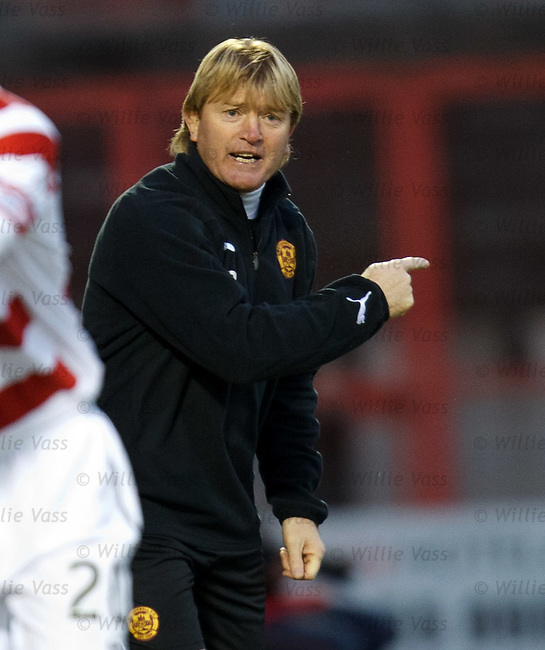 Stuart McCall on the sidelines gesturing to attack