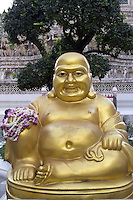 Thailand, Central Thailand, Bangkok: Golden Buddha statue at Wat Arun (The Temple of Dawn) | Thailand, Zentralthailand, Bangkok: goldene Buddha-Statue im Tempel Wat Arun (dem Tempel der Morgenroete)