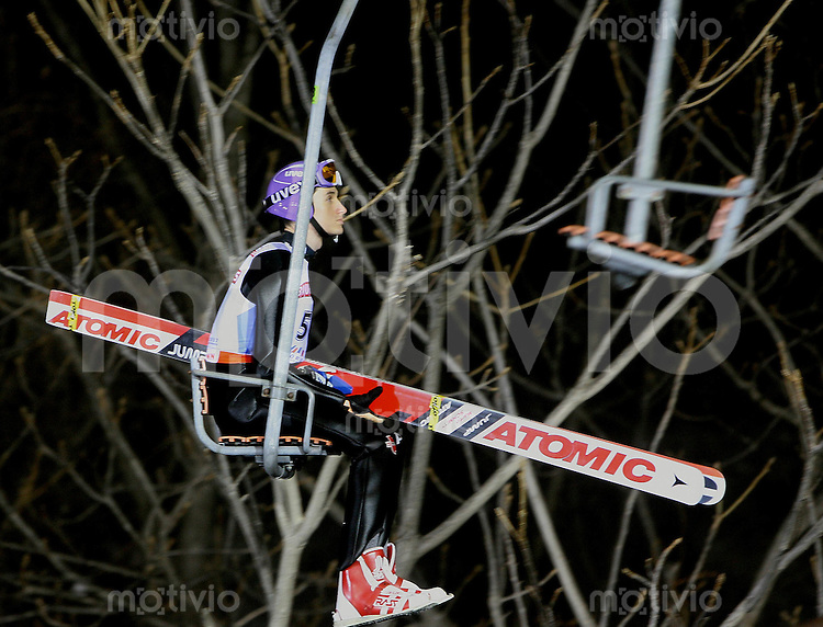 Sapporo , 020307 , Nordische Ski Weltmeisterschaft  Skispringen Kleinschanze Qualifikation , Martin SCHMITT (GER) auf dem Skilift