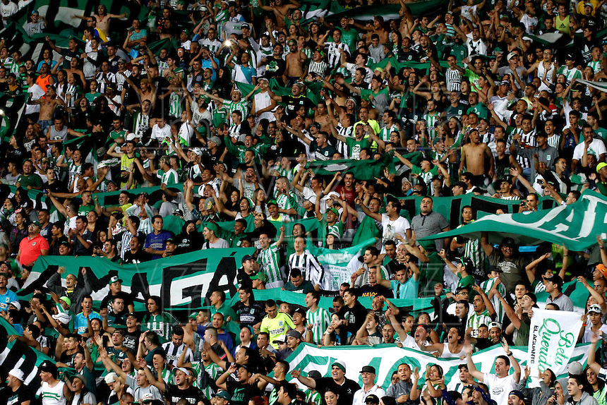MANIZALES - COLOMBIA -27-02-2016: Hinchas de Atletico Nacional, animan a su equipo durante partido Once Caldas y Atletico Nacional, por la fecha 7 de la Liga de Aguila I 2016 en el estadio Palogrande en la ciudad de Manizales. / The fans of Atletico Nacional, cheer for their team during the match between Once Caldas and Atletico Nacional, for date 7 of the Liga de Aguila I 2016 at the Palogrande stadium in Manizales city. Photo: VizzorImage  / Santiago Osorio / Cont.