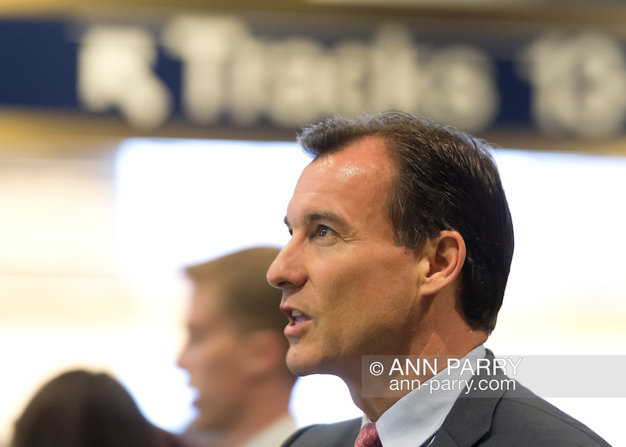 Manhattan, New York, U.S. 4th November 2013. TOM SUOZZI, Democratic candidate for Nassau County Executive meets potential voters during his campaign stop at Penn Station, near end of 36 straight hours of barnstorming across Nassau County, leading up to the November 5 general election. Former Nassau County Executive Suozzi and incumbent Republican Mangano are once again facing each other as challengers.