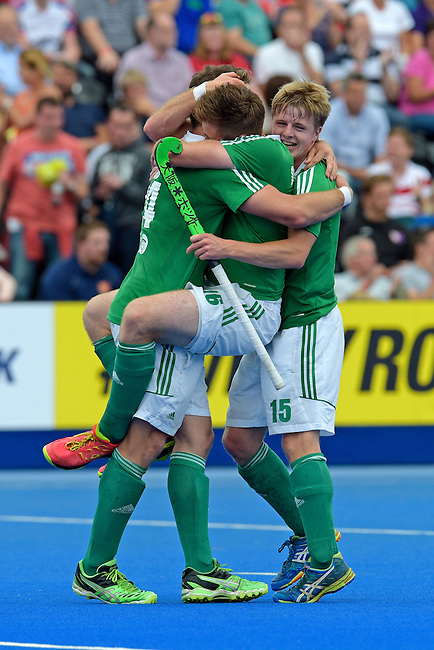 ENG - London, England, August 29: Shane O'DONOGHUE #16 of Ireland, Kyle GOOD #24 of Ireland and Kirk SHIMMINS #15 of Ireland celebrate after winning the bronze medal after defeating England 4-2 during the men bronze medal match between Ireland (green) and England (red) on August 29, 2015 at Lee Valley Hockey and Tennis Centre, Queen Elizabeth Olympic Park in London, England. Final score 4-2 (2-2). (Photo by Dirk Markgraf / www.265-images.com) *** Local caption *** Shane O'DONOGHUE #16 of Ireland, Kyle GOOD #24 of Ireland, Kirk SHIMMINS #15 of Ireland