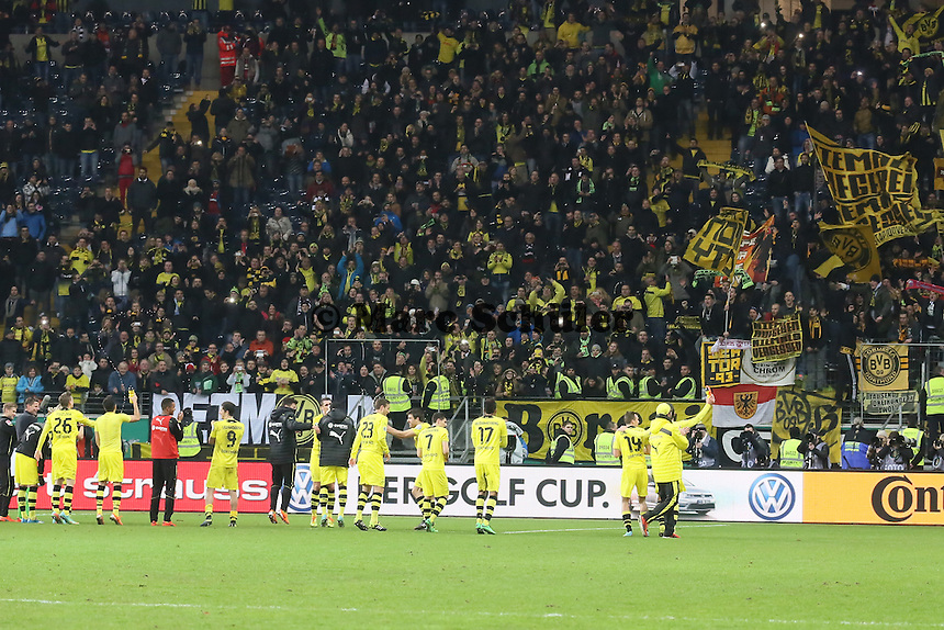 BVB feiert mit den Fans - Eintracht Frankfurt vs. Borussia Dortmund, DFB-Pokal Viertelfinale