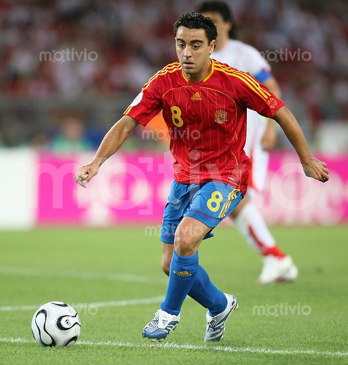 Fussball WM 2006  Gruppenspiel  Vorrunde  Gruppe H Spanien 3-1 Tunesien Xavi (ESP) am Ball