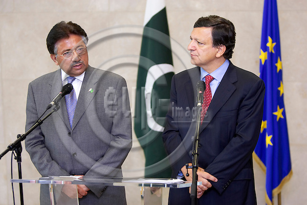 BRUSSELS - BELGIUM - 12 SEPTEMBER 2006 -- The President of the European Union Commission, Jose Manuel Barroso (R), and the President of Pakistan Pervez Musharraf, attend a press conference at the end of their meeting at the European Headquarters in Brussels.  -- PHOTO: THIERRY MONASSE / EUP-IMAGES
