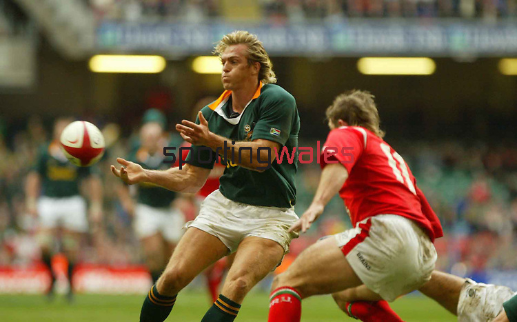 Percy Montgomery keeps the ball moving..Lloyds TSB Autumn International.Wales v South Africa.Millennium Stadium.06.11.04.©Steve Pope.Sportingwales.com.07798 83 00 89.The Manor .Coldra Woods.Newport.South Wales.NP18 1HQ