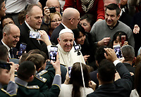 Papa Francesco saluta i fedeli al suo arrivo all'Udienza Generale del mercoledi' in aula Paolo VI in Vaticano, 10 gennaio 2018.<br /> Pope Francis waves faithful as he arrives to lead his weekly general audience in Paul VI Hall at the Vatican, on January 10, 2018.<br /> UPDATE IMAGES PRESS/Isabella Bonotto<br /> <br /> STRICTLY ONLY FOR EDITORIAL USE