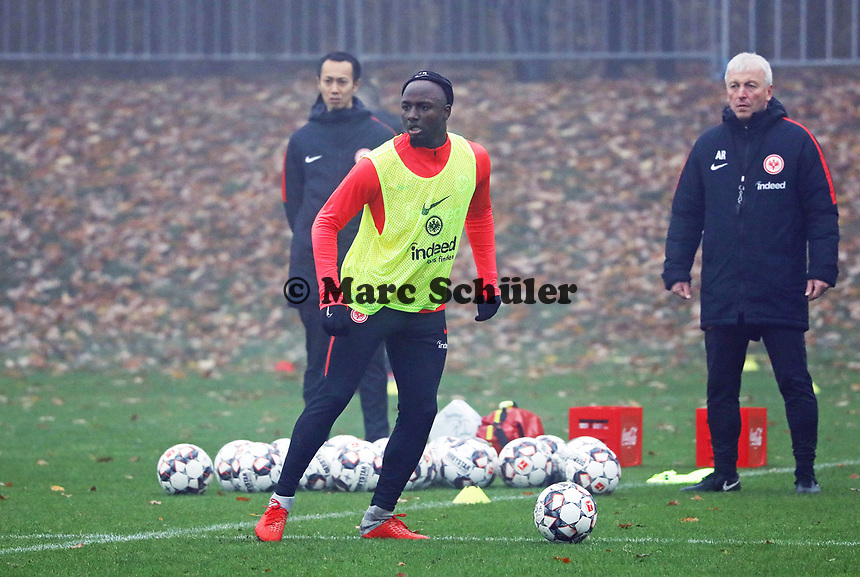 Jetro Willems (Eintracht Frankfurt) - 14.11.2018: Eintracht Frankfurt Training, Commerzbank Arena, DISCLAIMER: DFL regulations prohibit any use of photographs as image sequences and/or quasi-video.