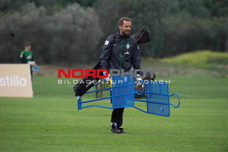 Trainingsgel&auml;nde, Jerez, ESP, 1.FBL, Trainingslager Werder Bremen 2014,  10.01.2014, <br /> Marco Langner (Torwart-Trainer Werder Bremen)<br /> <br /> <br /> Foto &copy; nordphoto/ Kokenge