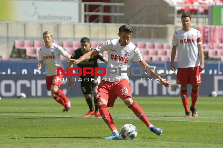 nph00351: Torjubel Mark UTH (1.FC Koeln) schiesst <br /> das  Tor zum <br /> 1-0 per Elfmeter,Strafstoss.<br /> Sport: Fussball: 1. Bundesliga: Saison 19/20: 26.Spieltag: 1.FC KOELN-FSV MAINZ 05,17.05.2020.<br /> Foto: Anke Waelischmiller/SVEN SIMON/POOL / via Meuter/nordphoto<br /> <br /> Nur für journalistische Zwecke! Only for editorial use!<br /> Gemäß den Vorgaben der DFL Deutsche Fußball Liga ist es untersagt, in dem Stadion und/oder vom Spiel angefertigte Fotoaufnahmen in Form von Sequenzbildern und/oder videoähnlichen Fotostrecken zu verwerten bzw. verwerten zu lassen. DFL regulations prohibit any use of photographs as image sequences and/or quasi-video.