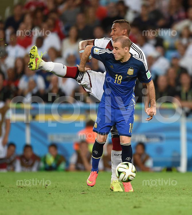 FUSSBALL WM 2014                FINALE Deutschland - Argentinien     13.07.2014 Rodrigo Palacio (vorn, Argentinien) gegen Jerome Boateng (hinten, Deutschland)
