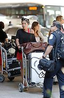 Ayem, Caro et le cast de Hollywood Girls arrivent à Los Angeles - EXCLU
