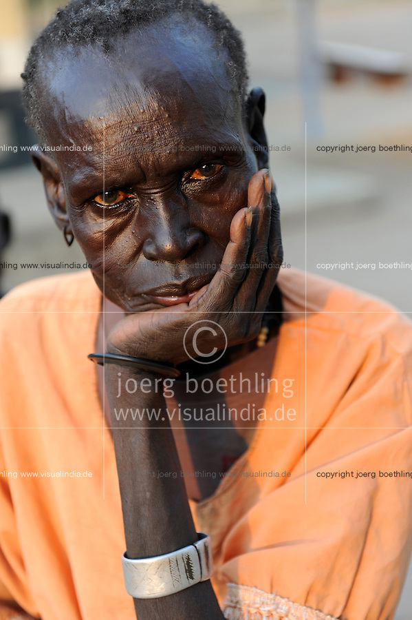 Sued Sudan Rumbek , Diakonie Gesundheitsstation in Cuibet , alte Dinka Frau / South Sudan Rumbek , health center , old Dinka woman