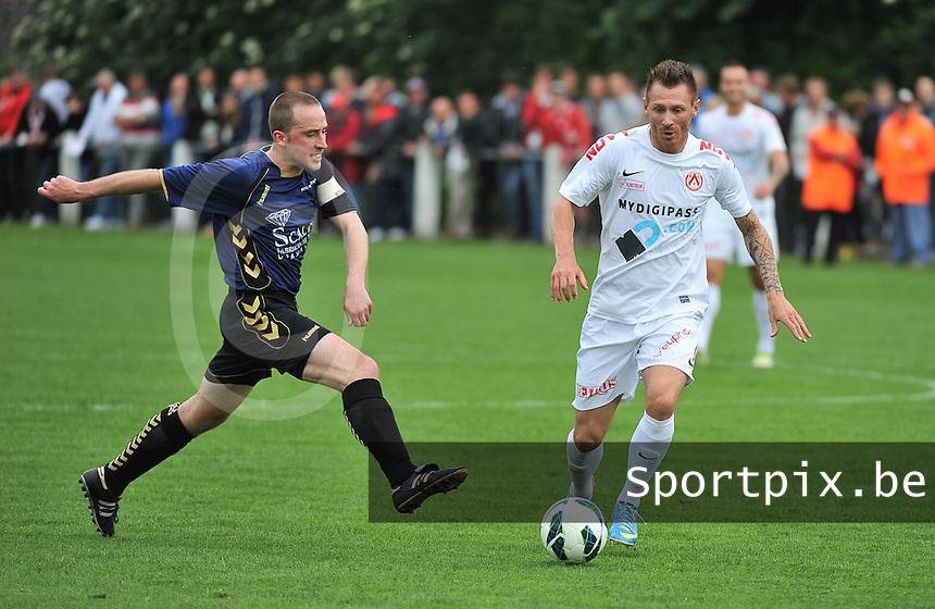 KV Kortrijk - SV Kortrijk : duel tussen Teddy Chevalier (rechts) en Stijn De Smet (links)<br /> foto VDB / Bart Vandenbroucke
