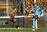 IBAGUE -COLOMBIA, 25-FEBRERO-2015. Robin Ramirez jugador del Deportes Tolima celebra un gol anotado de tiro penalty a Millonarios   durante partido por la fecha 6 de la Liga Águila I 2015 jugado en el estadio Mnauel Murillo Toro  de la ciudad de Ibague./ Robin Ramirez  player of Tolima celebrates a goal scored of penalty  to Millonarios  during match for the six date of the Aguila League I 2015 played at Mnauel Murillo Toro stadium in Ibague  city<br />  . Photo / VizzorImage / Andrew Indell  / Staff