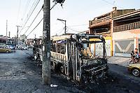 SAO PAULO, 04 DEZEMBRO 2012 - ONIBUS INCENDIADO ZONA NORTE - Dois ônibus foram incendiados na tarde desta terça-feira (4) no bairro do Jaraguá, Zona Norte de São Paulo. Segundo o Corpo de Bombeiros, o primeiro coletivo foi queimado na Avenida Elísio Teixeira Leite, na altura do número 6.000, por volta das 17h. Cerca de meia hora depois, outro ônibus foi incendiado na Rua Alexandre Orlov. (FOTO: VAGNER CAMPOS / BRAZIL PHOTO PRESS).
