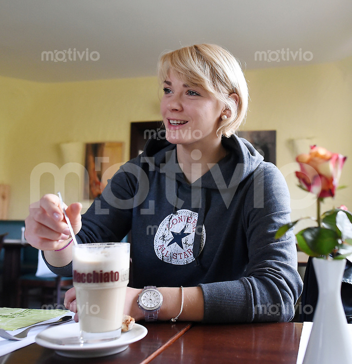 Handball 1. Bundesliga Frauen 2013/2014 Interview Shenia Minevskaja (TuS Metzingen)