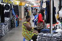 "Asien CHINA , Provinz Guangdong , Metropole Guangzhou (Kanton) , Haendler aus Afrika kaufen in Grosshandels-/Exportmaerkten wie dem Canaan Export Clothes Wholesale Trade Centre Textilien fuer Ihre Laeden in Afrika ein  | .Asia CHINA Guangzhou , african trader buy and ship textiles to africa.  -   global trade trading economy .| [ copyright (c) Joerg Boethling / agenda , Veroeffentlichung nur gegen Honorar und Belegexemplar an / publication only with royalties and copy to:  agenda PG   Rothestr. 66   Germany D-22765 Hamburg   ph. ++49 40 391 907 14   e-mail: boethling@agenda-fototext.de   www.agenda-fototext.de   Bank: Hamburger Sparkasse  BLZ 200 505 50  Kto. 1281 120 178   IBAN: DE96 2005 0550 1281 1201 78   BIC: ""HASPDEHH"" ,  WEITERE MOTIVE ZU DIESEM THEMA SIND VORHANDEN!! MORE PICTURES ON THIS SUBJECT AVAILABLE!! ] [#0,26,121#]"