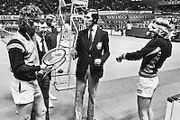 1979, ABN Tennis Toernooi, Borg and McEnroe during the toss, 2e van links hoofdscheidsrechter Eric Savalle