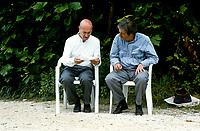 """Fabio Carpi director, Jean Rochefort actor.""""La prossima volta il fuoco """" Director Fabio Carpi. Pordenone (Località Panicai) giugno 1993. © Leonardo Cendamo"""