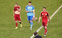 FUSSBALL WM 2014  VORRUNDE    Gruppe B     Spanien - Chile                           18.06.2014 Andres Iniesta, Torwart Iker Casillas und Fernando Torres (v.l., alle Spanien) sind nach dem Abpfiff enttaeuscht