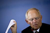 Bundesfinanzminister Wolfgang Schaeuble (CDU) gibt am Donnerstag (08.05.14) im Finanzministerium in Berlin eine Pressekonferenz zur Steuersch&auml;tzung vom Mai 2014.<br /> Foto: Axel Schmidt/CommonLens