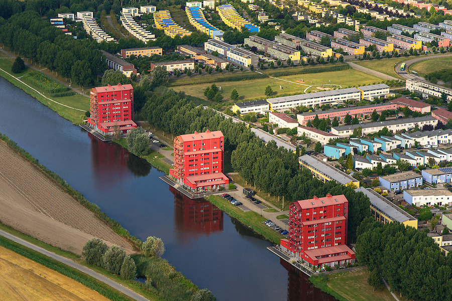 Nederland, Flevoland, Almere, 27-08-2013; Almere-Buiten, Regenboogbuurt met aan het water van de Lage Vaart de Rooie Donders van architect Liesbeth van der Pol.<br /> Residential distict Regenbouwbuurt (Rainbow Area). Next to the canal Lage Vaart some red buildings called Rooie Donders (red devils) by architect Liesbeth van der Pol.<br /> luchtfoto (toeslag op standaard tarieven);<br /> aerial photo (additional fee required);<br /> copyright foto/photo Siebe Swart.