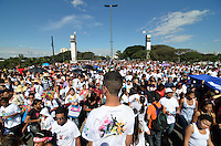 SÃO PAULO, 29 DE JUNHO DE 2013 - MARCHA PARA JESUS: Realizada na manha deste sabado (29) mais uma edição da Marcha Para Jesus. A concentração aconteceu próximo a Estação da Luz e os fiéis foram em caminhada até o Campo de Marte, ao som de trio elétricos com musica gospel. FOTO: LEVI BIANCO - BRAZIL PHOTO PRESS