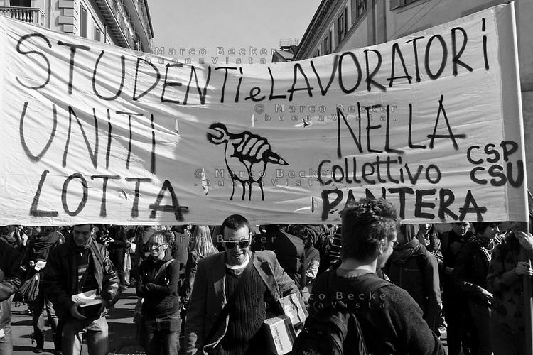 milano, manifestazione contro i tagli previsti dalla riforma dell'istruzione  --- milan, demonstration against the spending cut provided by the school reform