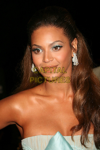 "BEYONCE KNOWLES.Los Angeles Premiere of ""Dreamgirls"" held at the Wilshire Theatre, Beverly Hills, California, USA..December 11th, 2006.headshot portrait strapless earrings diamond eyeshadow make-up make up makeup.CAP/ADM/BP.©Byron Purvis/AdMedia/Capital Pictures"