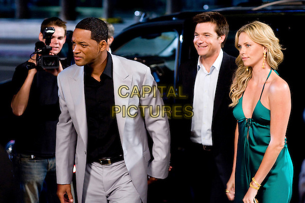 WILL SMITH, JASON BATEMAN & CHARLIZE THERON .in Hancock.*Filmstill - Editorial Use Only*.CAP/FB.Supplied by Capital Pictures.