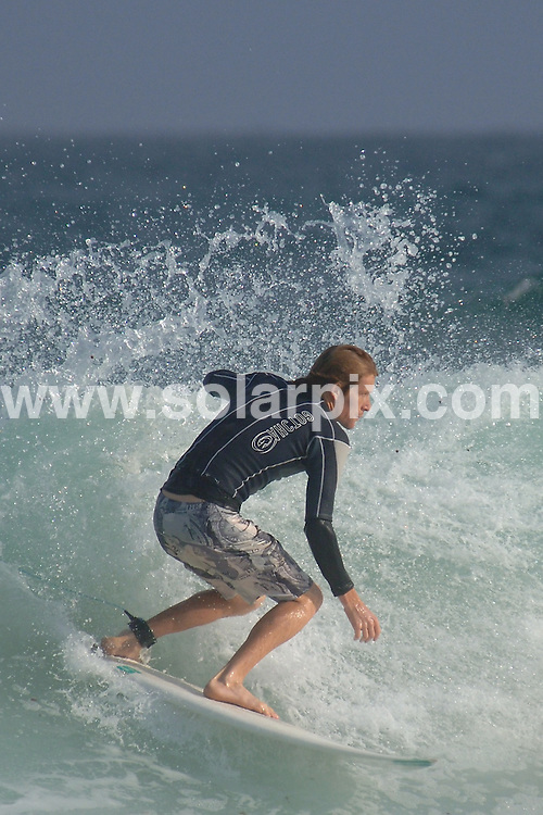 **ALL ROUND PICTURES FROM SOLARPIX.COM**.**WORLDWIDE SYNDICATION RIGHTS**.Surfers surfing on Bondi beach, Sydney, Australia. November 2007..JOB REF: 6763 JGS        DATE: 09_11_2007.**MUST CREDIT SOLARPIX.COM OR DOUBLE FEE WILL BE CHARGED* *UNDER NO CIRCUMSTANCES IS THIS IMAGE TO BE REPRODUCED FOR ANY ONLINE EDITION WITHOUT PRIOR PERMISSION*