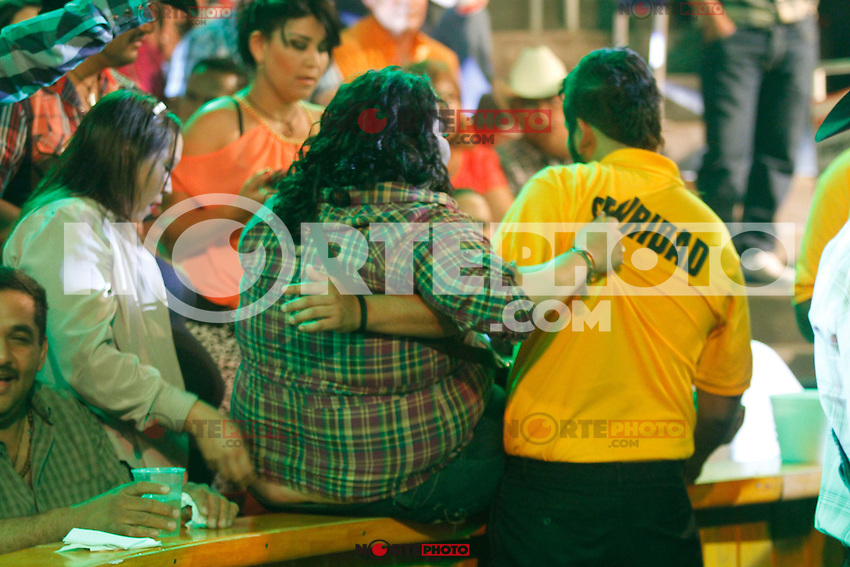 LORENZO DE MONTECLARO, LALO MORA E INVASORES DE NUEVO LEON  concierto en el Palenque de la Feria Expo Ganadera 2014  de Sonora. Hermosillo Mexico