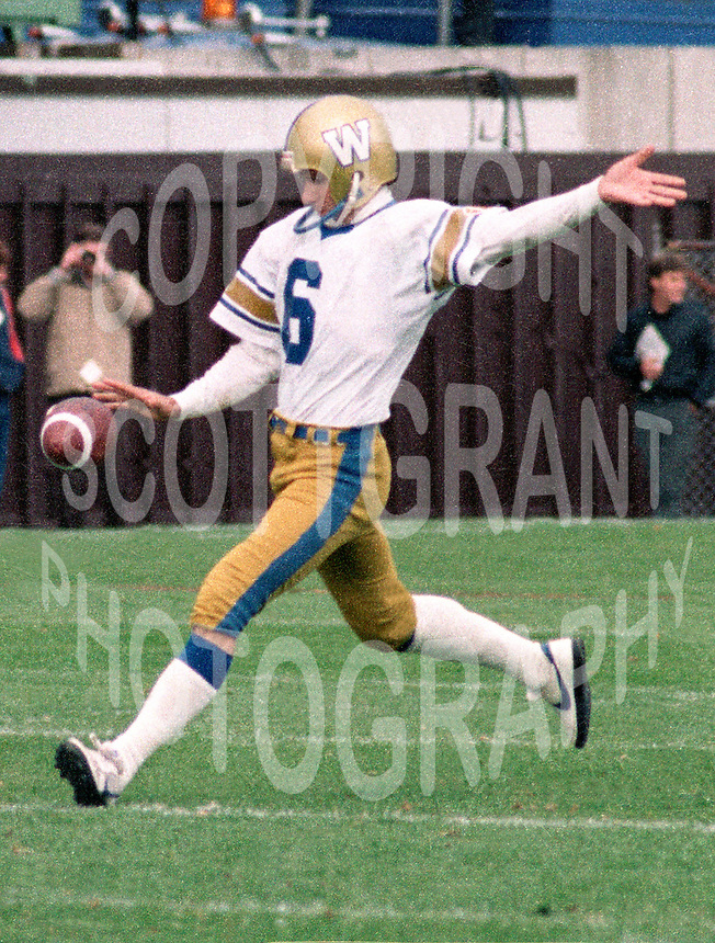 Bob Cameron Winnipeg Blue Bombers kicker 1983. Copyright photograph Scott Grant