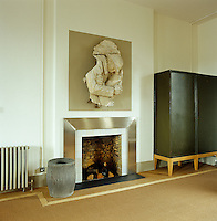 In the sleeping area a dramatic sculptural relief is displayed above the brushed steel surround of the fireplace