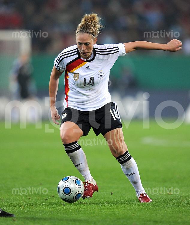 Fussball Laenderspiel :  Saison   2009/2010   29.10..2009 Frauen Nationalmannschaft , Deutschland , GER - USA Kim Kulig (GER)
