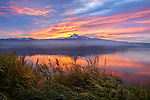 Umpqua National Forest, OR: Colorful sunrise over Mount Thielsen from the shoreline of Diamond Lake with clearing fog