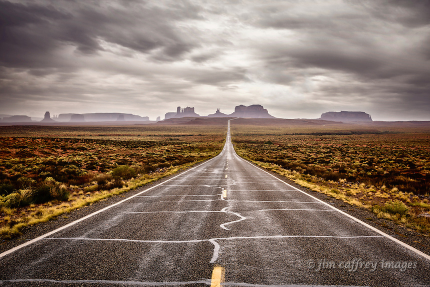Monument Valley seen from the north along highway 163 in Utah.