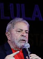 SÃO PAULO, SP, 18.01.2018: LULA-SP - O ex-presidente Luiz Inácio Lula da Silva (PT), participa de ato que reúne artistas e intelectuais na Casa de Portugal, na Avenida Liberdade, região central, em defesa da democracia e do direito de Lula ser candidato, nesta quinta-feira, 18. (Foto: Fábio Vieira/FotoRua)