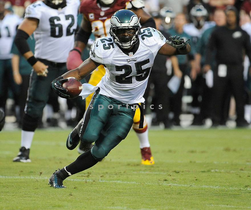 Philadelphia Eagles LeSean McCoy (25) during a game against the Washington Redskins on September 9, 2013 at FedEx Field in Washington, DC. The Eagles beat the Redskins 33-27.